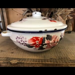 Other - 🔥SALE🔥Vintage enamelware pot with lid